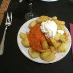 Las patatas bravas