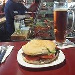 Vhurrasco palta tomate c/ una cerveza Austral Calafate... buen maridaje jaoajaoaj