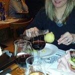 Raclette savoyarde avec charcuterie de qualité artisanale mais fromage manquant de gout