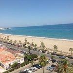vista de la hermosa playa desde la habitación