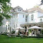 Hotel mit Garten und Veranda hinten