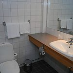 standard bath room hotelroom