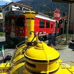 Il Trenino Giallo incrocia il Trenino Rosso del Bernina