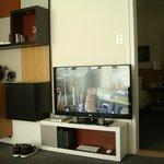 TV / KITCHEN AREA