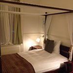 Lovely four poster bed in room