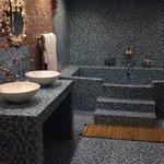 Kraken's Lair bathroom with plunge bath