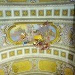 Объемная роспись на потолке