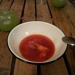 Sopa dulce de chili y frutas muy fría