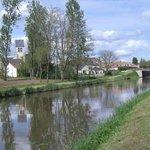 Le canal traversant le village de Donnery