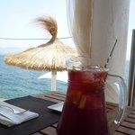 Ресторан на берегу моря по дороге на пляж