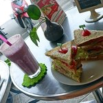 Tuna Sandwich et smoothie