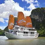 Halong Paradise Peak Private Day Cruise
