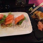 Sashimi di salmone e triangolino salmone Philadelphia e avocado