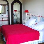 Chambre Edouard (chambre familiale) avec coin toilette, salle d'eau et wc sur le palier, et son