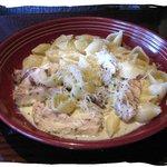 Conchiglie al Formaggi with added chicken