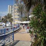 Nadmorski deptak, plaża Torrecilla.