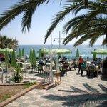 Pobliskie restauracje przy plaży.