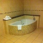 Jacuzzi Bath! Lush!!