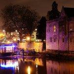 Embankments restaurant & bar at night