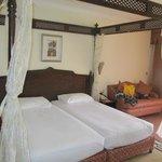 Кровать в стандартном номере отеля Гарем