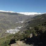 Vue sur Bubion en arrivant par la montagne et à pied de Pitres