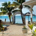 The beach gate & lounge area