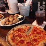Pizza y alitas