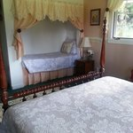Single bed in Kili room