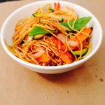 Nouilles aux crevettes fraîches et aux légumes de saison! Un délice parmi tant d'autres à la car