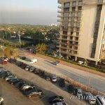estacionamiento del hotel y calle despues de 06.00 pm sin costo