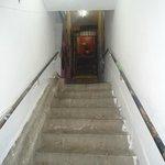 Escadaria de acesso ao hostel.