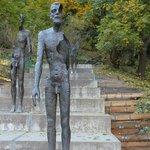 Памятник разлагающемуся человеку