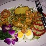 Теплый салат с картошкой, креветками и чем-то еще.  - Волшебно!!!