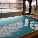 la piscine ouverte vers l'exterieur