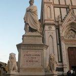 Il grande ' Dante Alighieri ' valorizzato come merita sulla Piazza S.Croce