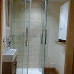 Room 1 En-suite new March 2014