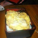 oeufs brouillés poulet sur lit de riz