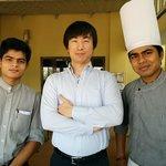 レストランにて、Sankar、Atanu と