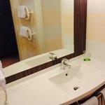 Salle de bain avec porte serviette chauffant