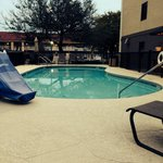 Nice outdoor pool w/handicap access