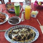 Omelette poblano y huevos aporreados