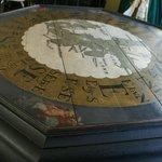 стол в домике Петра Великого