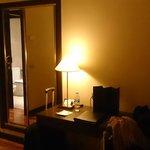 Habitación: Lámpara en la mesa