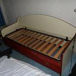 lit simple double avec tiroir qui range le 2 eme matelas