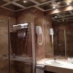 Large bathroom, mirrored ceiling and separate loo