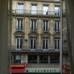 vue sur la rue (et non le boulevard plus bruyant)