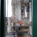 Tipica vidriera de restaurante en Lisboa