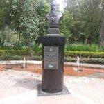 Achei curioso ter um busto de Dostoievsky