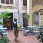 patio et petite salle mise à disposition