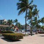 Derrière de l'hôtel face à la plage!
